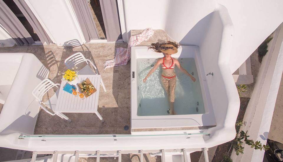 Superior Suites with Outdoors Hottub and Sea View or Partial Sea View